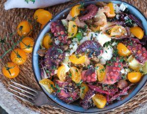 Insalata di polpo, feta, timo e pomodorini gialli