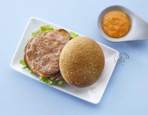 Hamburger di pollo e ricotta con melanzane e ketchup di albicocche