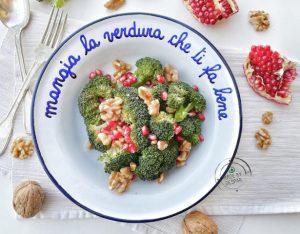 Insalatina di broccoli, melagrana e noci
