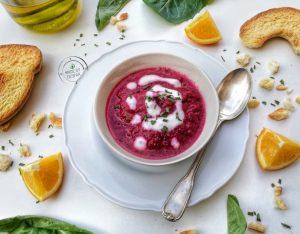 Zuppa fredda di barbabietola, arancia e yogurt