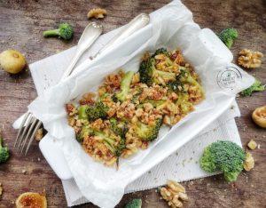 Crumble di sardine e broccoli con fichi secchi e noci