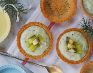 Tartellette di frolla ai ceci con kiwi, avocado e yogurt