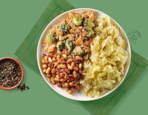 Mix di legumi agli aromi, cous cous e verza al vapore