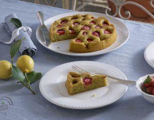 Torta di fragole, pistacchi al profumo di lime