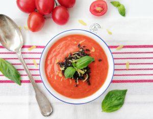 Zuppa fredda di pomodorini e tapenade di olive
